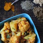 Curry z kalafiorem, ziemniakami i pomidorami