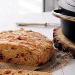 Chleb z serem i suszonymi pomidorami
