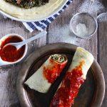 Naleśniki ze szpinakiem, suszonymi pomidorami i serem feta