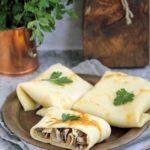 Naleśniki z pieczarkami, szynką i żółtym serem